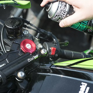 Muc-Off Motorcycle Protectant 500mlAlternative Image2