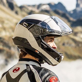 Schuberth C4 Pro Fragment helmet in whiteAlternative Image2