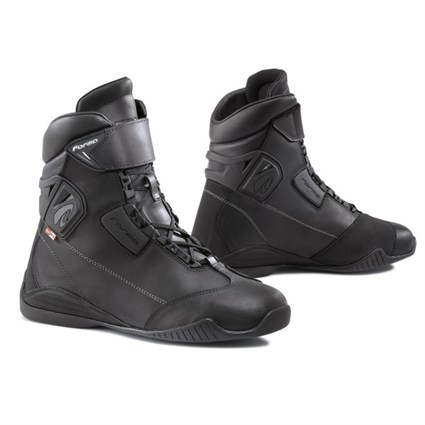 Forma Tribe Outdry boots in black